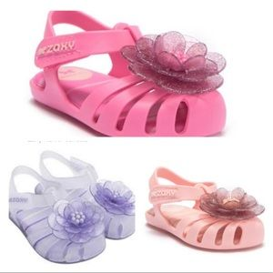 3 pairs of floral sandals by Zaxy.